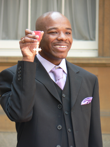 Stephen_Wiltshire_holding_MBE